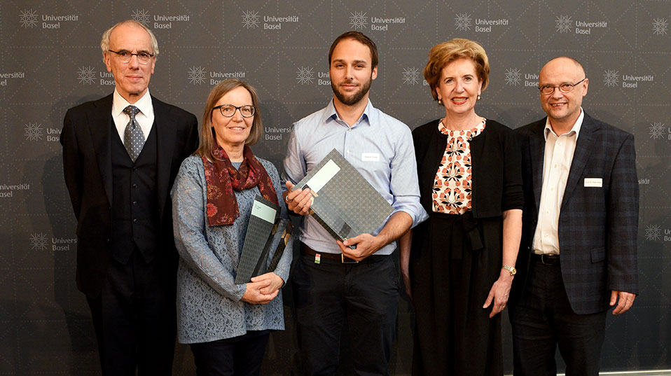 Service to Teaching: Awardees Elisabeth Maeder and Philippe Chresta with committee member Prof. Felix Hafner, President Prof. Andrea Schenker-Wicki and Vice President Prof. Maarten Hoenen. (Image: University of Basel, Peter Schnetz)