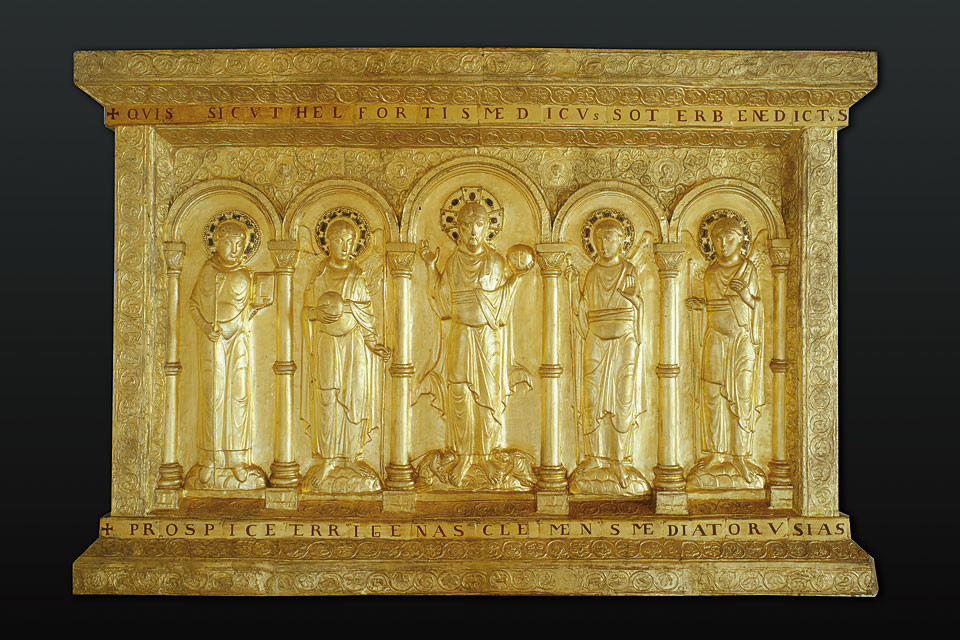 One of two copies in Basel: The golden altar frontal from the cathedral treasury (image: Basel Historical Museum, P. Portner).