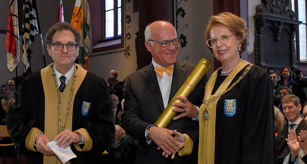 Entrepreneur Klaus Endress earned an honorary doctorate from the Faculty of Business and Economics. (Photo: University of Basel, Christian Flierl)