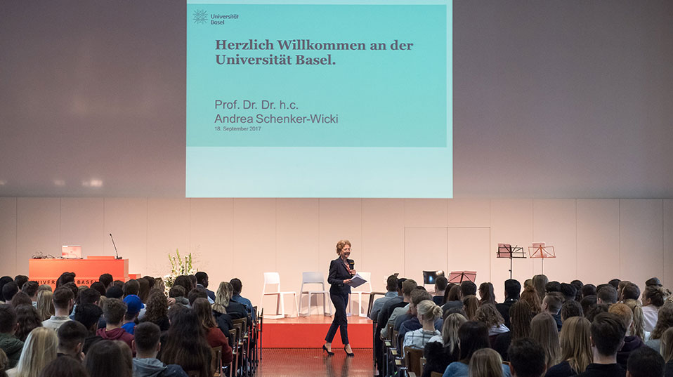 Image showing the President of the University of Basel speaking in front of our student beginners.