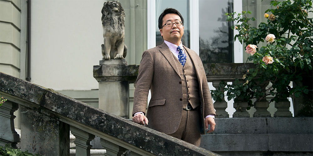 Prof. Dr. Atsushi Shibasaki, Visiting Professor at the Institute for European Global Studies of the University of Basel. (Picture: University of Basel, Florian Moritz)