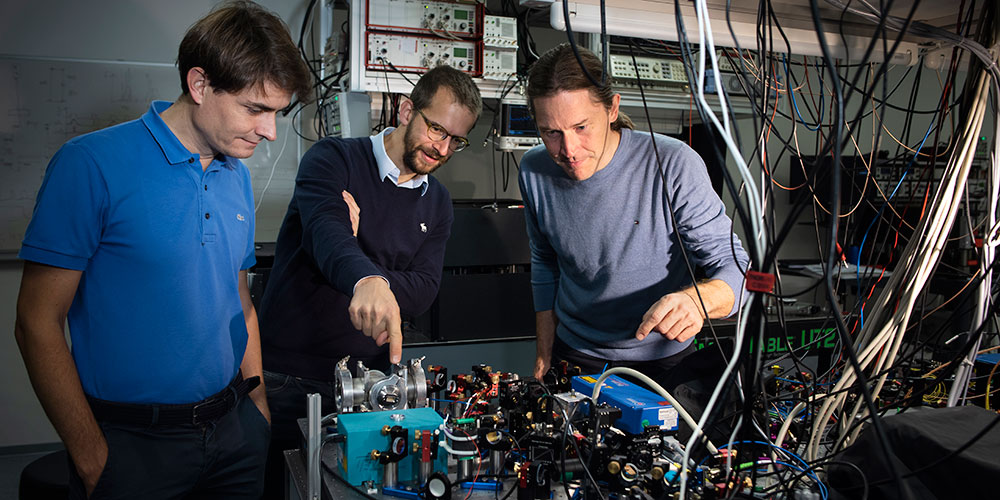 On board the quantum flagship: the three Basel physicists Prof. Nicolas Sangouard, Prof. Patrick Maletinsky and Prof. Philipp Treutlein. (left to right; photo: University of Basel, Christian Flierl)