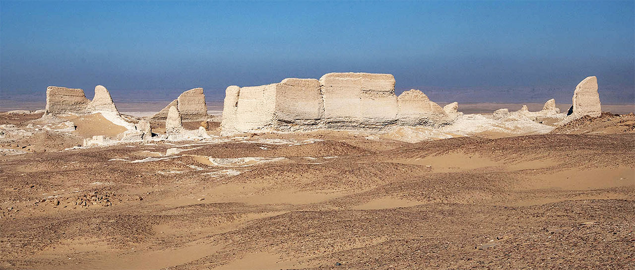 Buried forever by the desert: the ruins of Soknopaiou Nesos, a village in the Egyptian Faiyum region that disappeared in late antiquity. (Image: Bruno Bazzani/Wikimedia Commons | CC BY-SA 4.0)