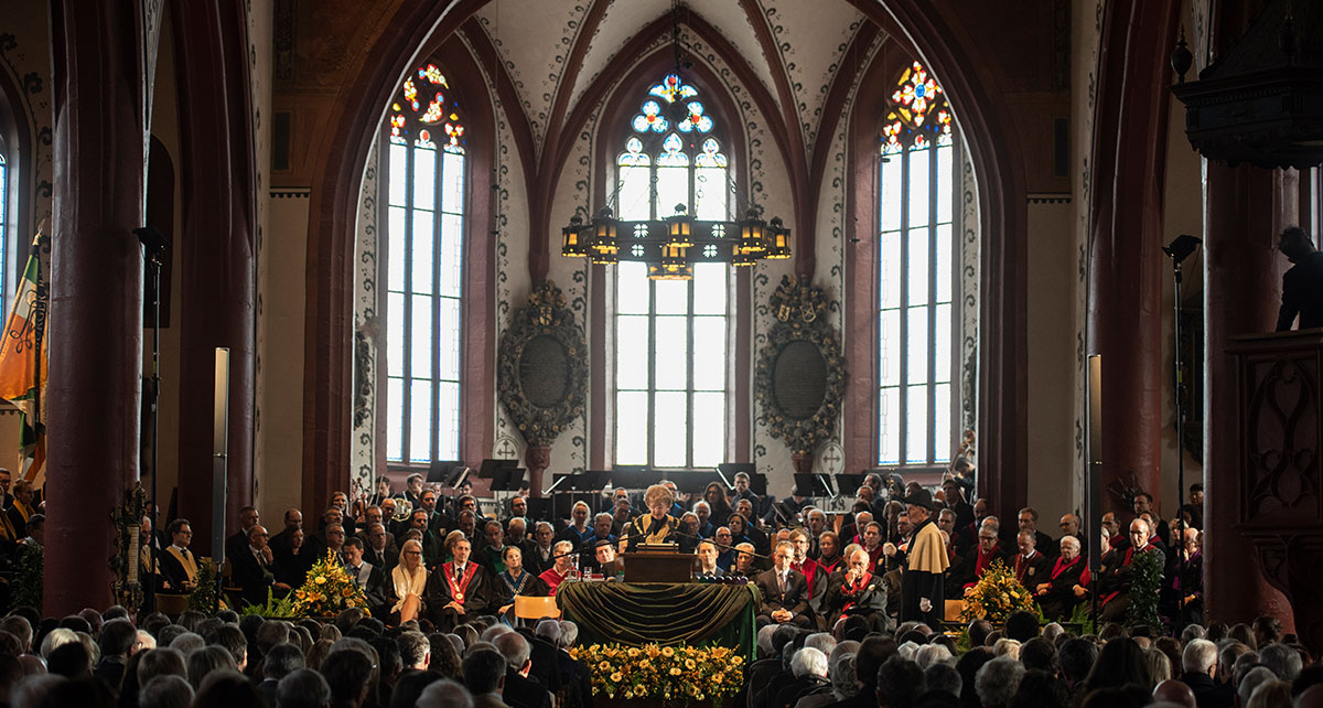 The procession moves with organ accompaniment to St. Martin's Church in Basel, where the President's Board members, faculty members and Senate Committee take their places at the podium.