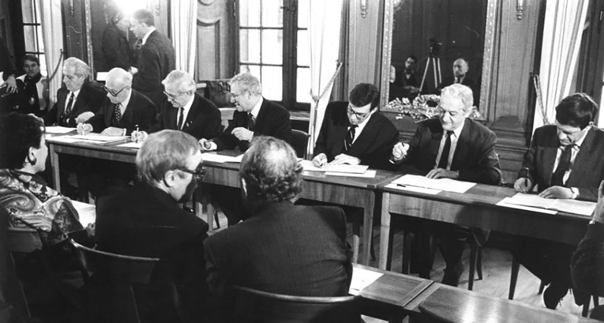 Signing of the Eucor agreement in 1989.