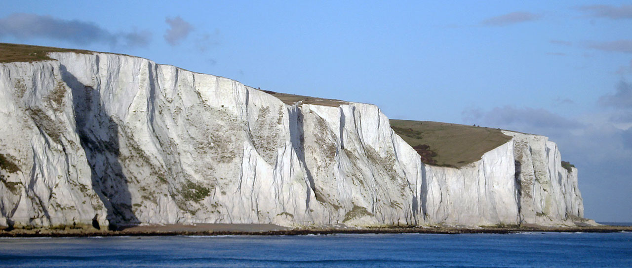 The white cliffs of Dover, England, seen from the deck of the ferry to France. (Image: Makiko Itoh/Flickr | CC BY-NC-SA 2.0)