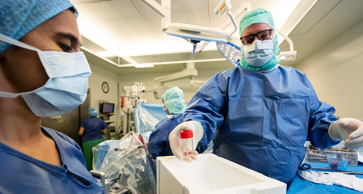Tissue samples are taken from infected patients during surgery at the University Hospital Basel. Image: © Christian Flierl, University of Basel.