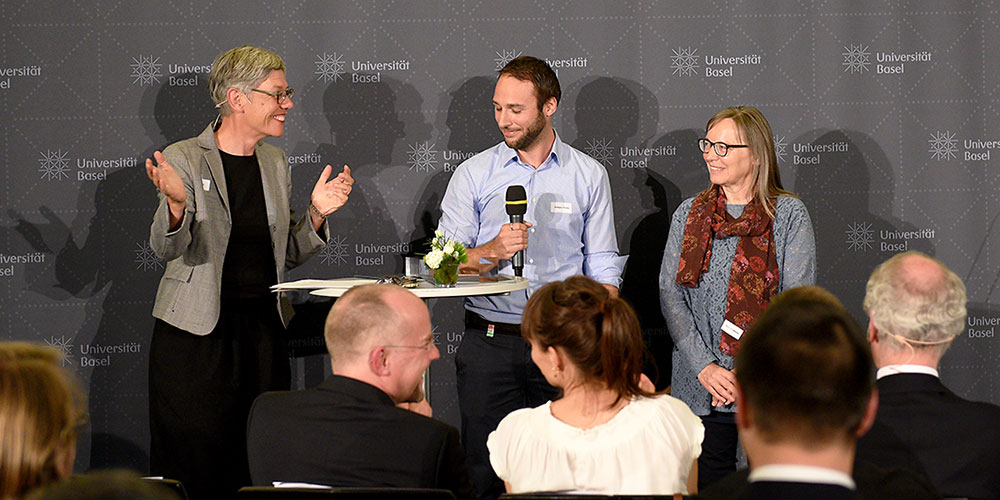 Teaching Excellence Awards 2017: moderator Karin Salm with Philippe Chresta and Elisabeth Maeder, the prize winners of the category Service to Teaching. (Image: University of Basel, Peter Schnetz)
