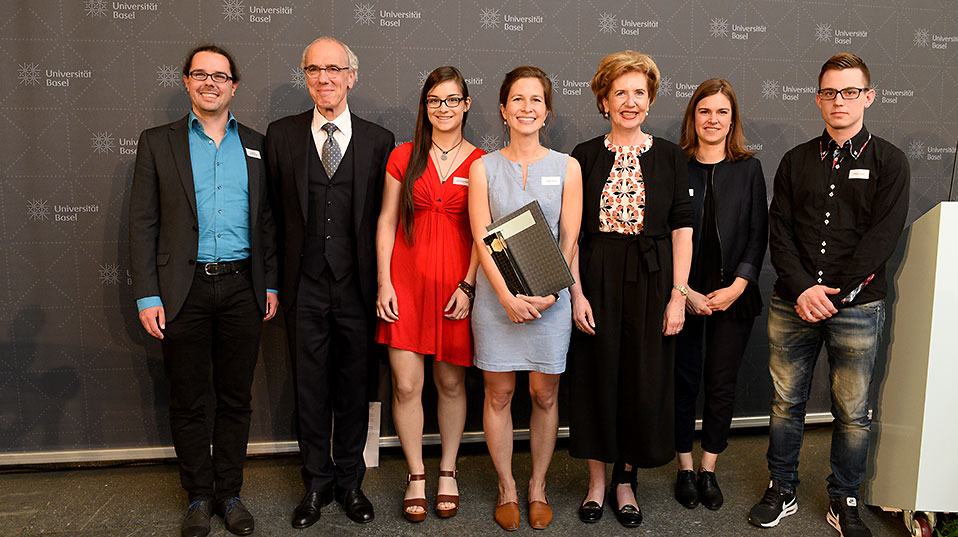 Breaking New Ground: award winner Judith Tonner with committee members Andreas Baumgartner, Jacqueline Riedi, Anja Roth, Fabian Thomi, President Prof. Andrea Schenker-Wicki and Vice President Prof. Maarten Hoenen. (Image: University of Basel, Peter Schnetz)