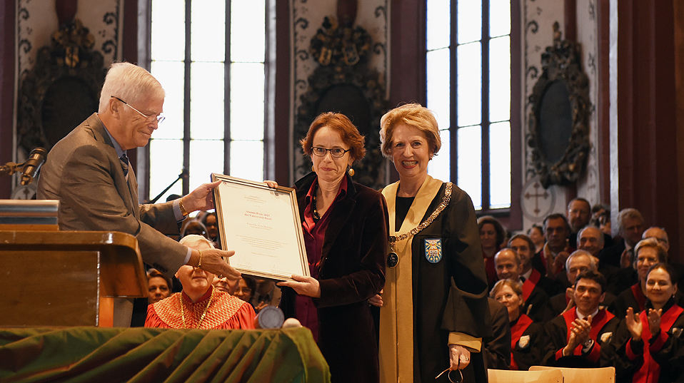 Dr. Eva Herzog, councilor of the canton of Basel-Stadt and director of the department of finance, received the Alumni Prize of the University of Basel, awarded for the first time this year. (Image: University of Basel, Peter Schnetz)
