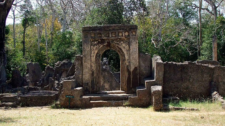 The ruins of the Palace of Gedi, in Kenya, are situated north of Mombasa, around six kilometers from the coast. The city was most likely founded in the 8th century and consisted initially of wattle and daub buildings. (Photo courtesy of the Zamani Project)